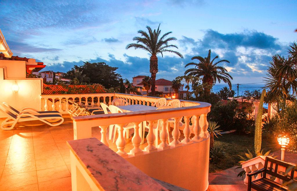 Blick von der Terrasse des Ferienhauses am Abend