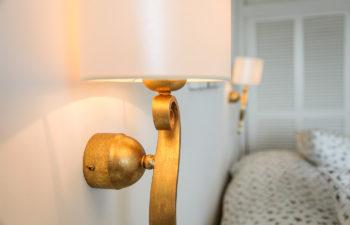 Detail einer Schlafzimmerlampe